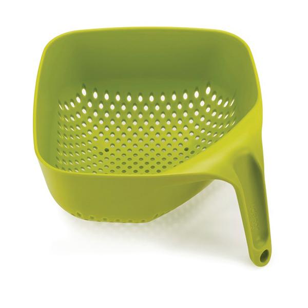 Passoire carr e ergonomique vert joseph joseph passoires for Ustensiles de cuisine joseph