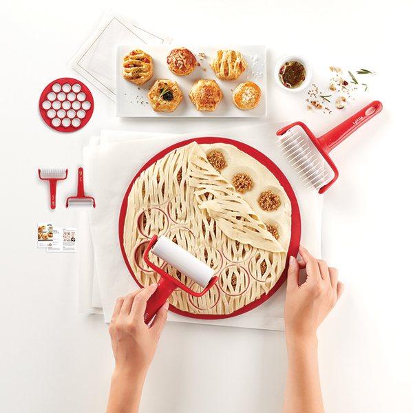 Kit 19 petits fours lekue cercles et accessoires de for Petit materiel cuisine