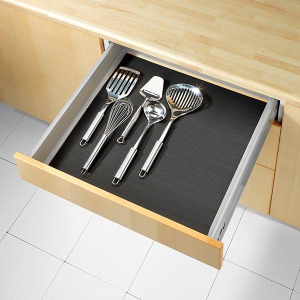 tapis fond de tiroir anti d rapant noir 150 x 50 cm wenko rangement de placards et tiroirs. Black Bedroom Furniture Sets. Home Design Ideas