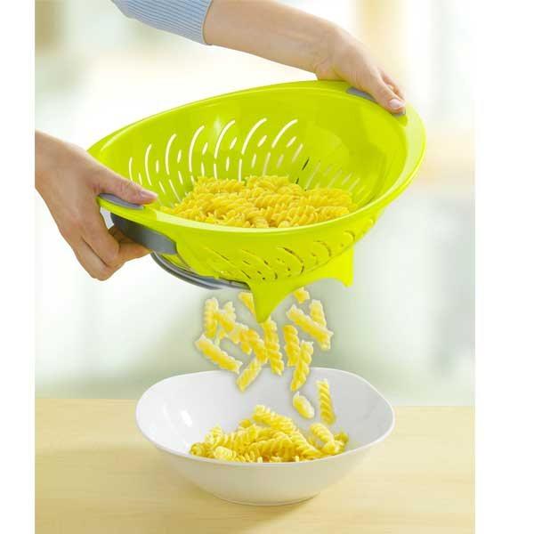 Passoire 2 fonctions pour goutter et servir passoires for Nouveaute ustensile cuisine